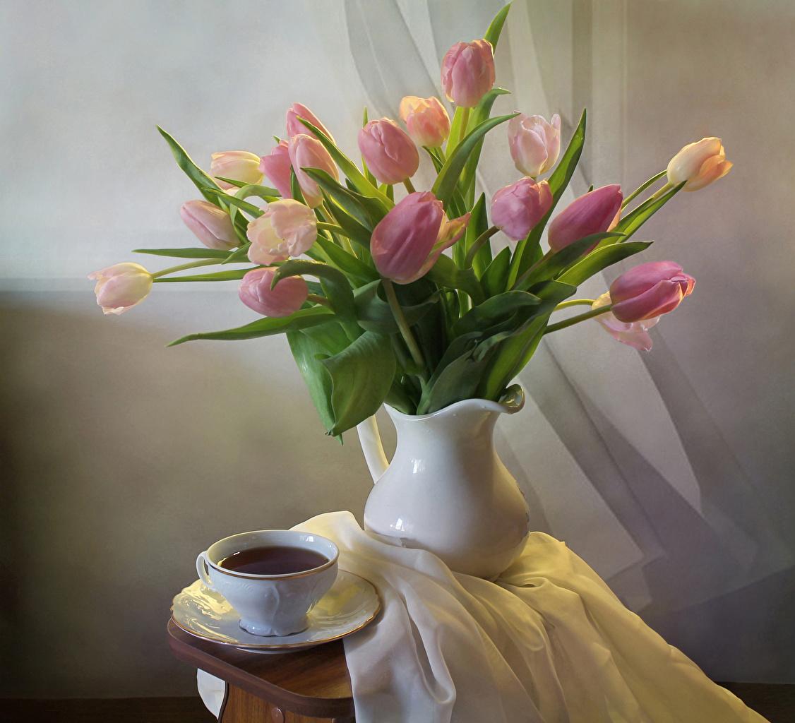 Картинка букет Чай тюльпан цветок вазы Чашка Натюрморт Букеты Тюльпаны Цветы вазе Ваза чашке