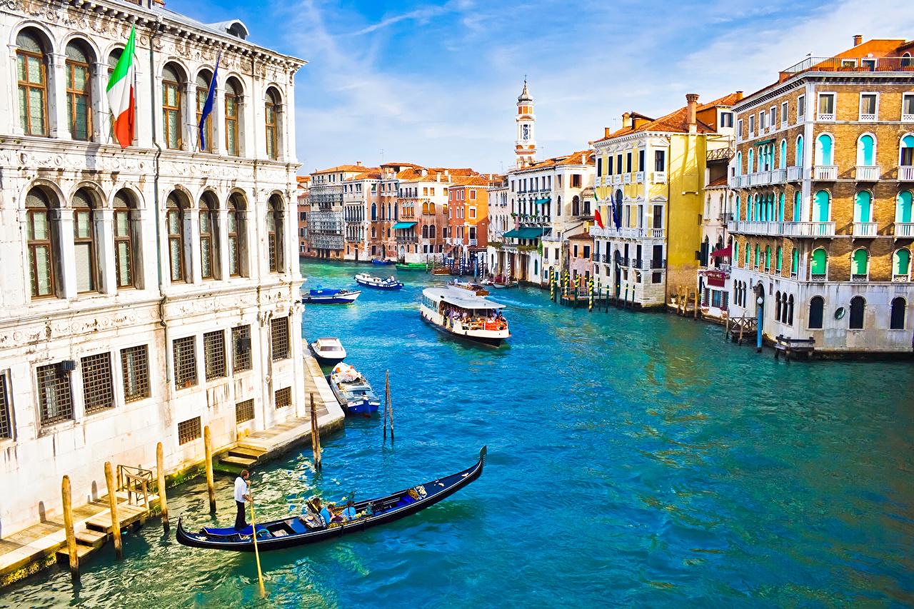 Картинка Венеция Италия Водный канал Речные суда Лодки Дома Города город Здания