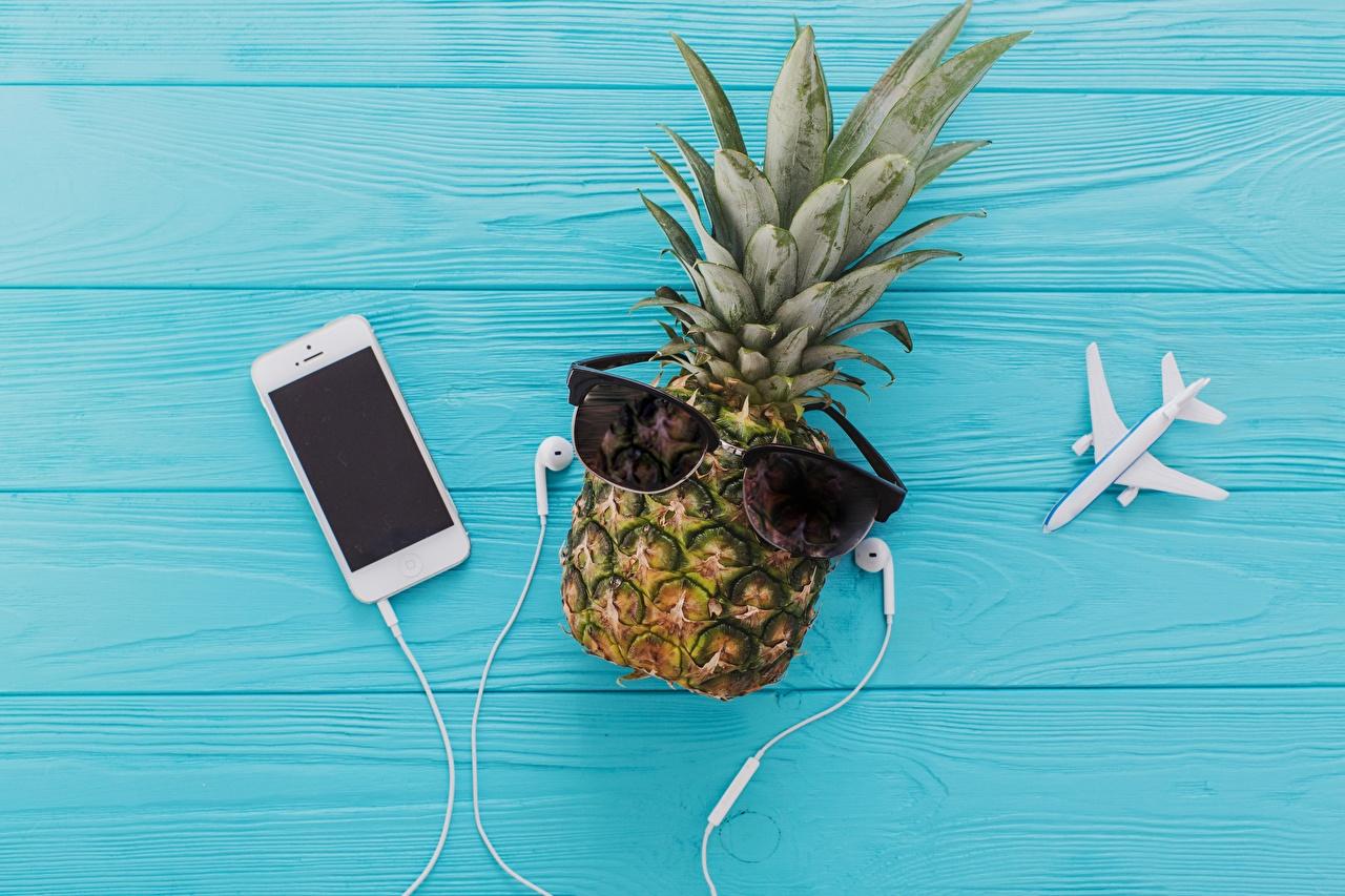 Обои для рабочего стола Наушники Смартфон Ананасы Еда Очки в наушниках смартфоны сматфоном Пища очках очков Продукты питания