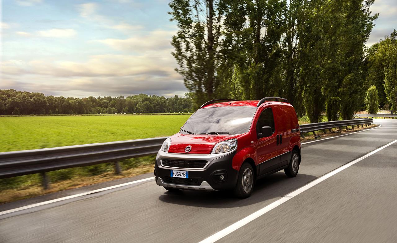 Фотография Fiat 2016 Fiorino Adventure Красный Движение машины Металлик Фиат красных красные красная едет едущий едущая скорость авто машина автомобиль Автомобили