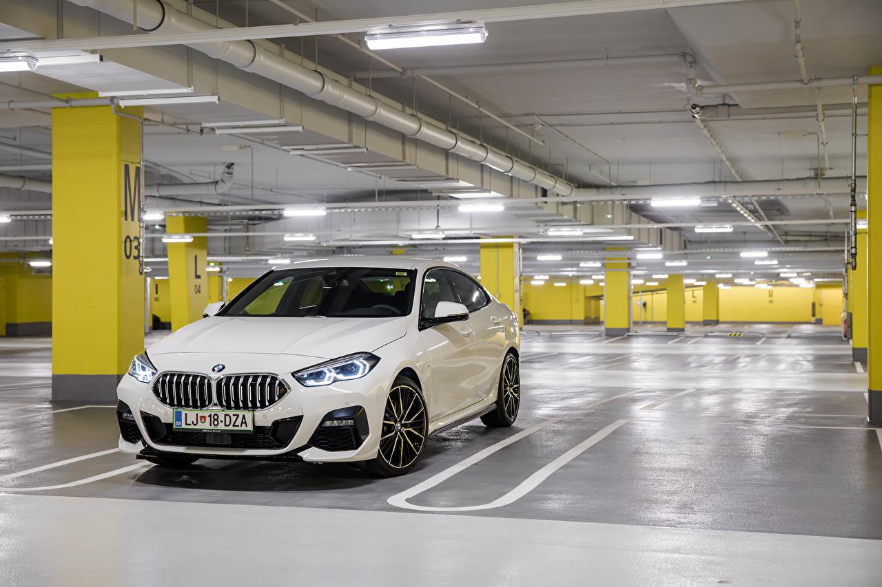 Фотография БМВ 220d Gran Coupe M Performance Parts, (F44), 2020 Парковка белых Металлик Автомобили BMW паркинг стоянка парковке припаркованная белая белые Белый авто машины машина автомобиль