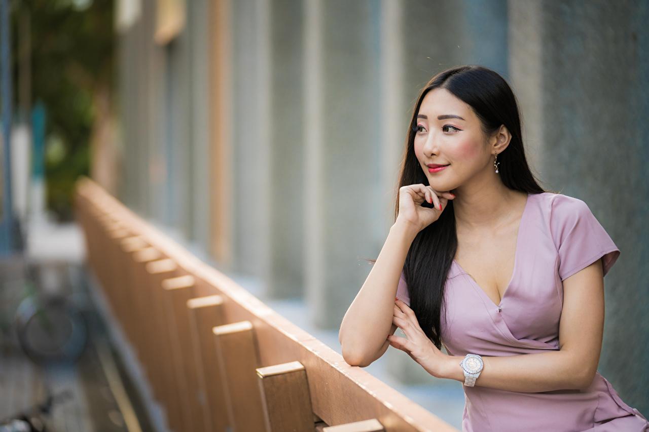 Фотографии Размытый фон молодые женщины азиатки смотрит платья боке девушка Девушки молодая женщина Азиаты азиатка Взгляд смотрят Платье