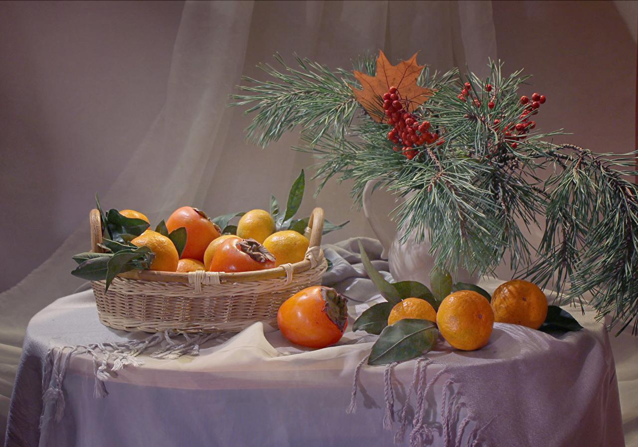 Фотография Рождество Хурма Мандарины Корзина Еда ветвь стола Натюрморт Новый год корзины Корзинка Пища Стол ветка Ветки столы на ветке Продукты питания