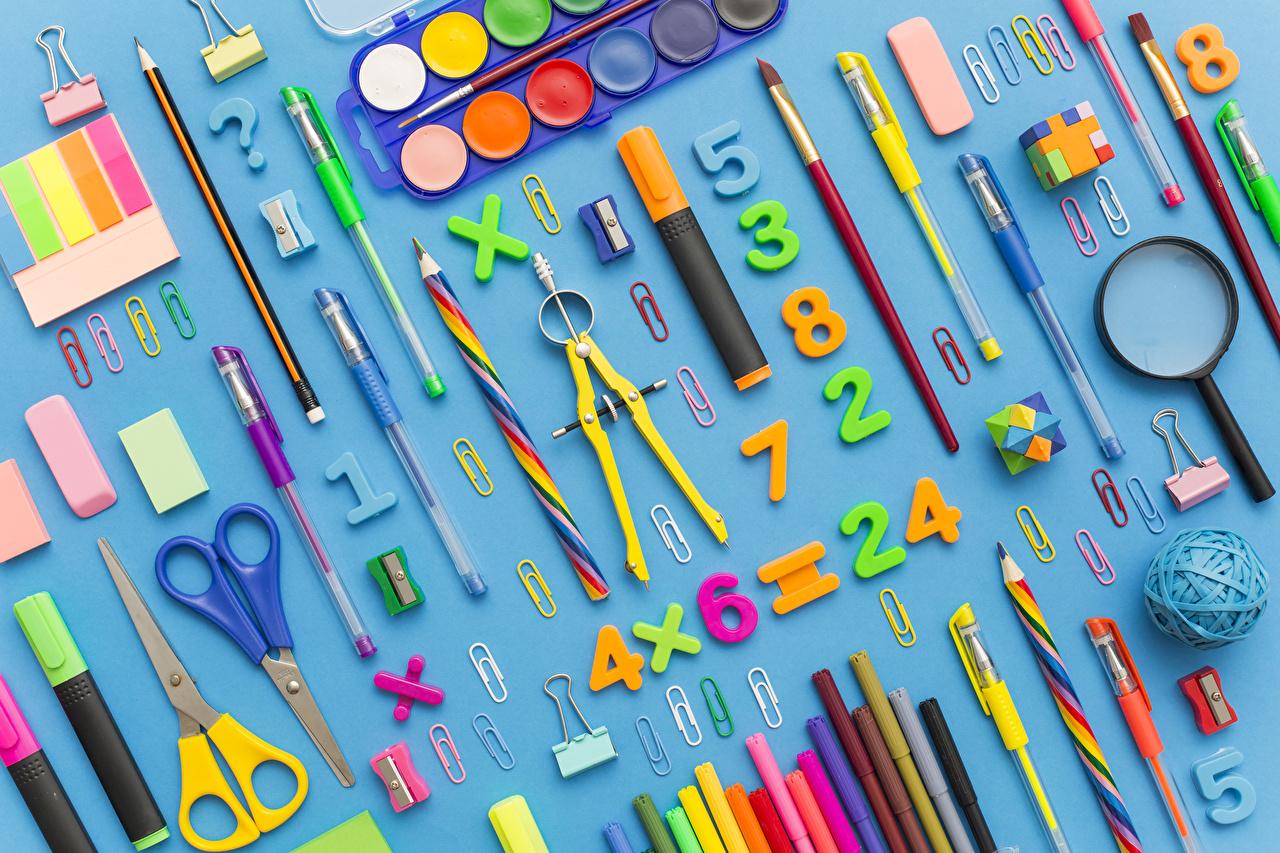 Фото Канцелярские товары Школа Карандаши Увеличительное стекло Шариковая ручка Цветной фон школьные Лупа