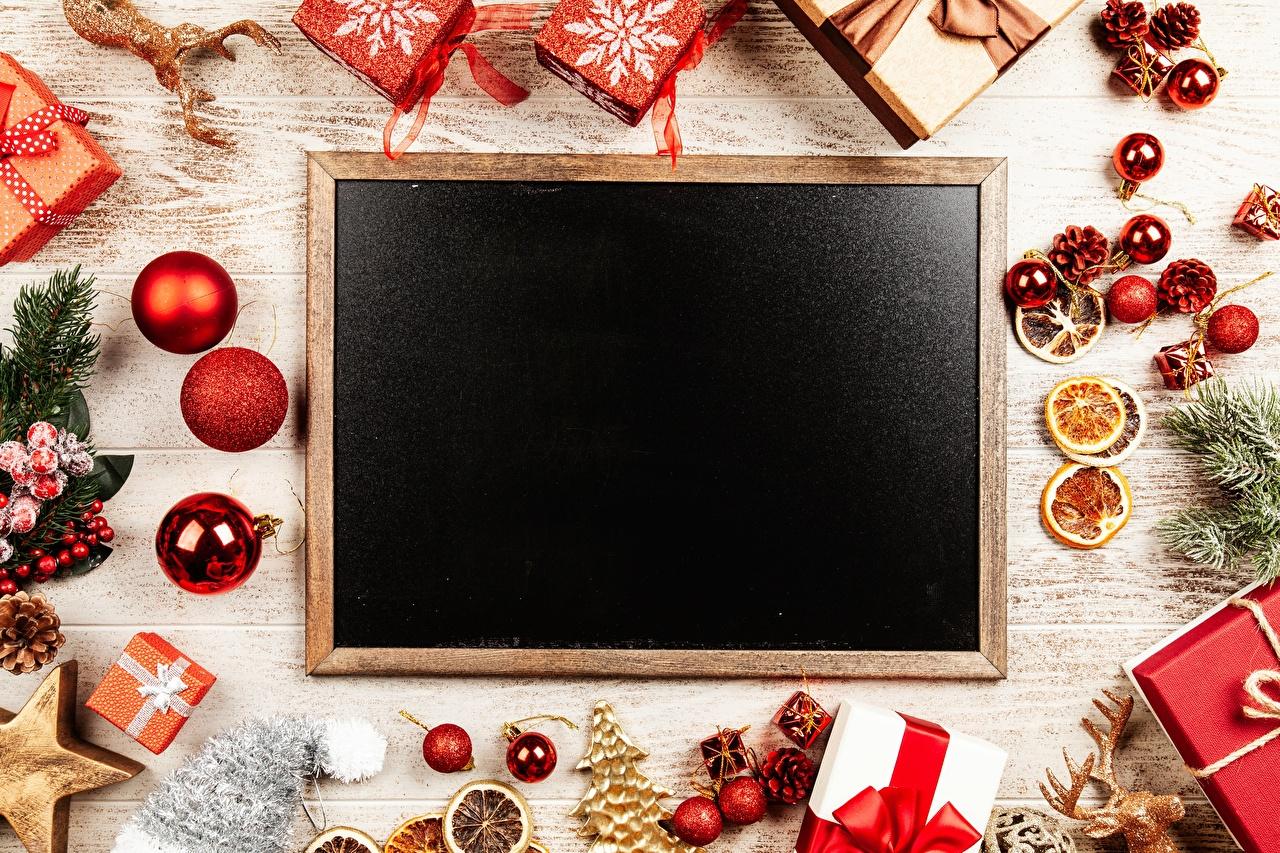 Картинки Новый год Звездочки Подарки Шишки Шарики Шаблон поздравительной открытки Рождество Шар