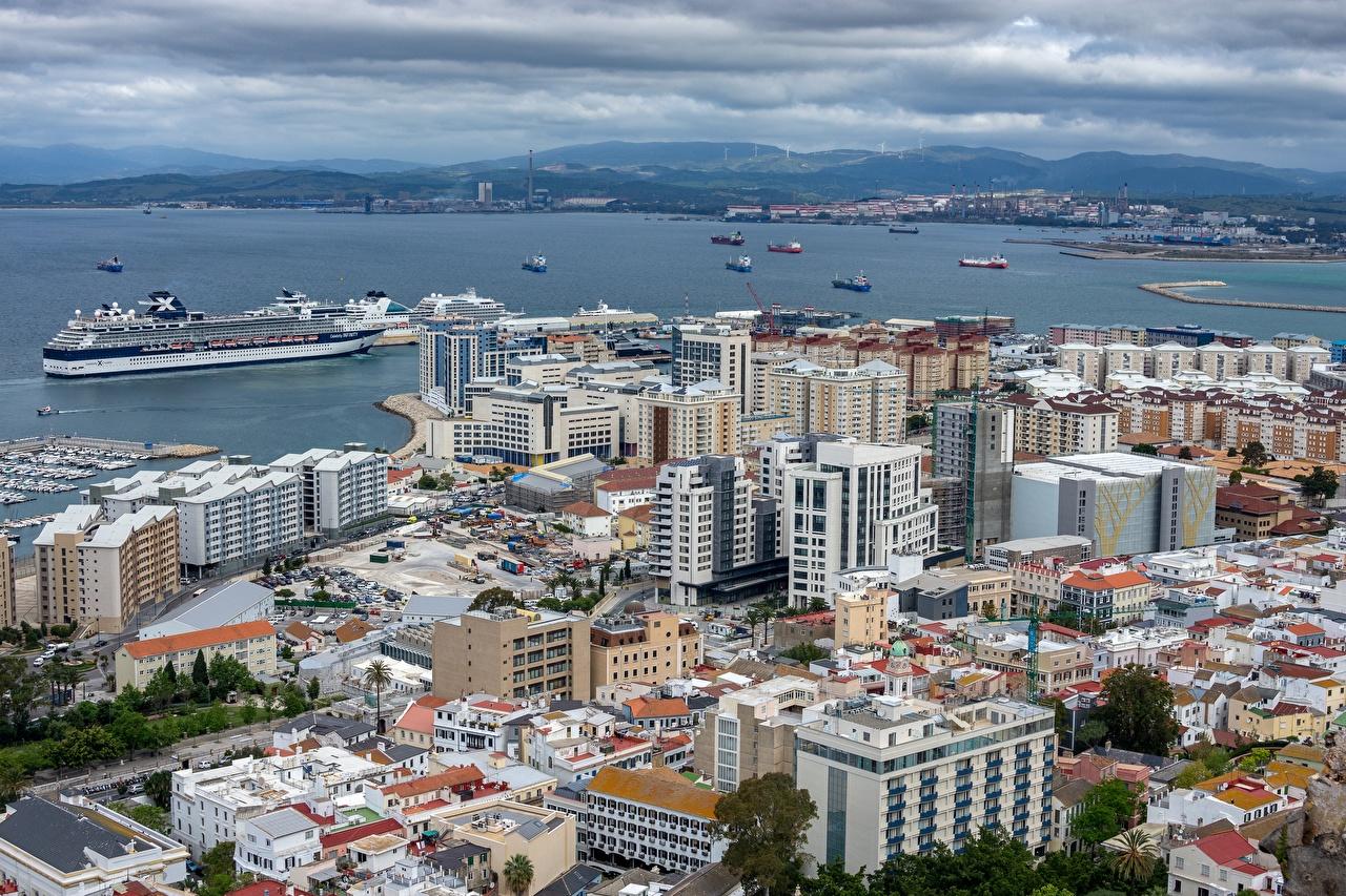 Картинки Великобритания Gibraltar корабль Бухта Дома Города Корабли бухты город Здания