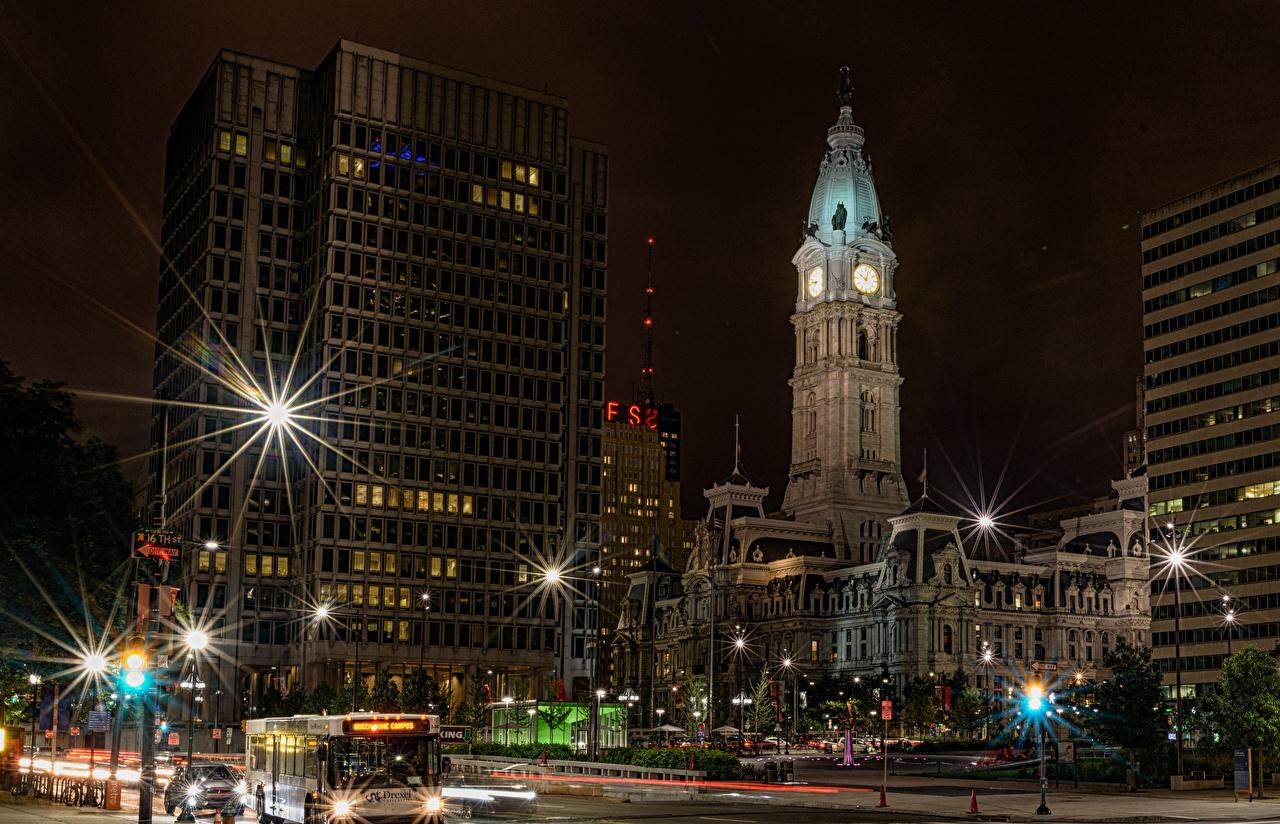 Обои для рабочего стола Лучи света америка Philadelphia Улица Ночные Уличные фонари Города Здания США штаты улиц улице Ночь ночью в ночи Дома город