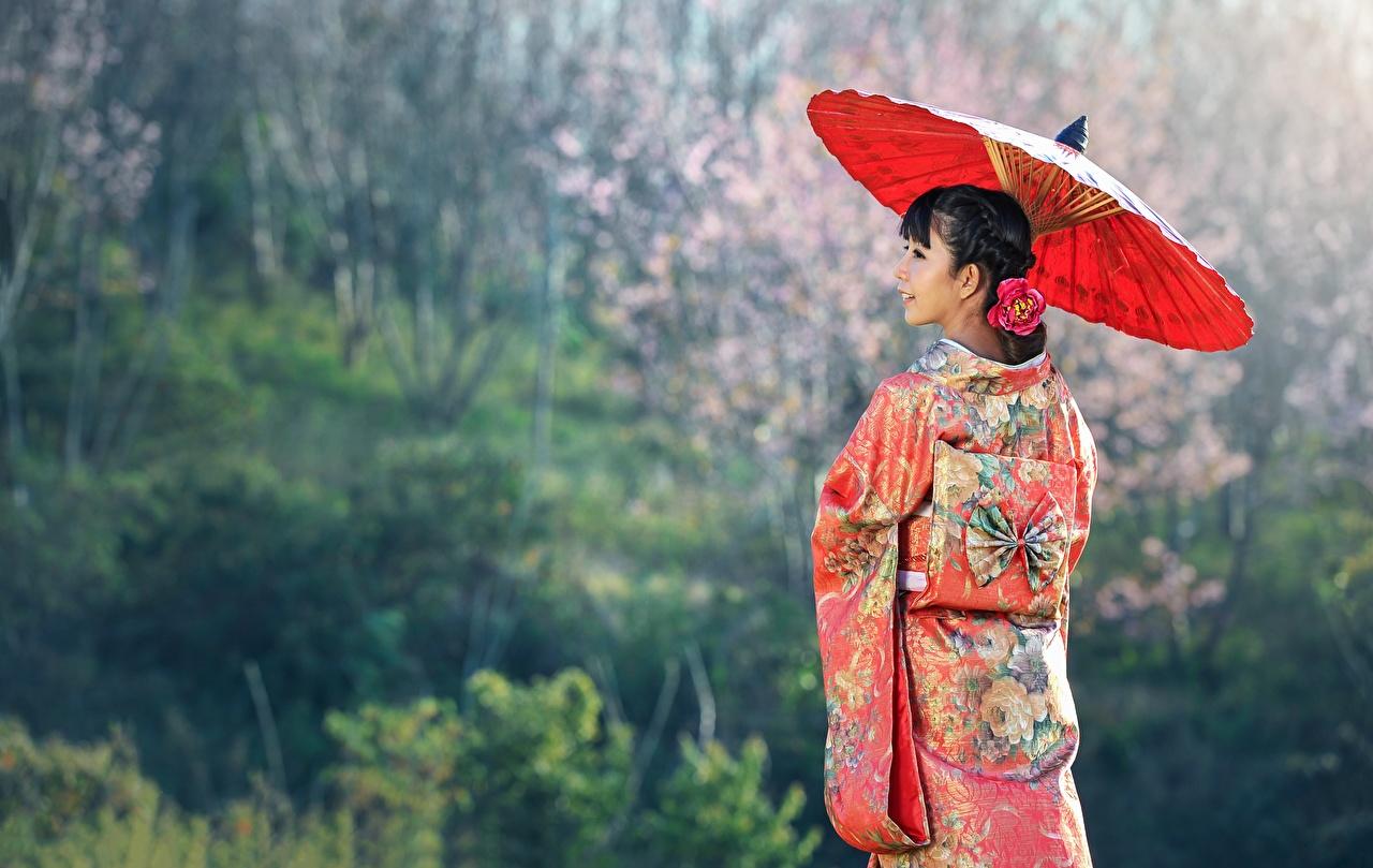 Картинки Брюнетка Кимоно Девушки Азиаты Зонт Униформа