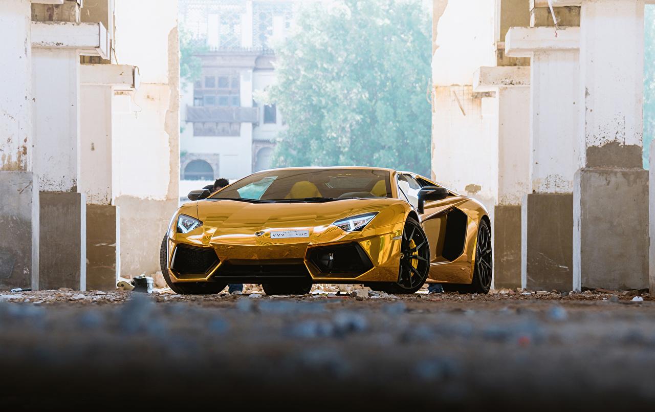 Обои для рабочего стола Lamborghini Aventador Roadster Родстер люксовые золотые машины Спереди Ламборгини дорогие дорогой дорогая роскошная Роскошные роскошный золотых золотая Золотой авто машина автомобиль Автомобили
