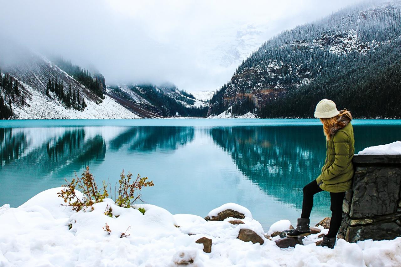 Картинки Банф Канада Alberta Туман Горы Зима Природа Снег Озеро Парки тумана тумане зимние снеге снегу снега