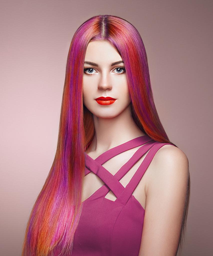 Фото Лицо Волосы Девушки смотрит Цветной фон Взгляд