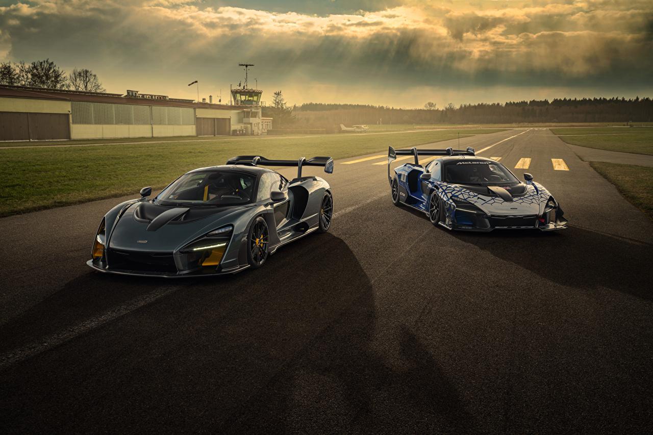 Обои для рабочего стола Макларен 2020 Novitec McLaren Senna две Автомобили 2 два Двое вдвоем авто машины машина автомобиль