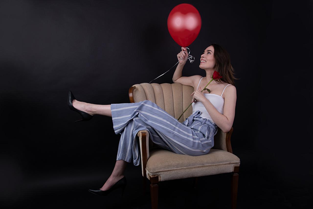 Фото Улыбка воздушных шариков Catherine Breton позирует роза Девушки Майка Кресло Брюки улыбается Воздушный шарик воздушные шарики воздушным шариком Поза Розы девушка молодая женщина молодые женщины майки майке штаны