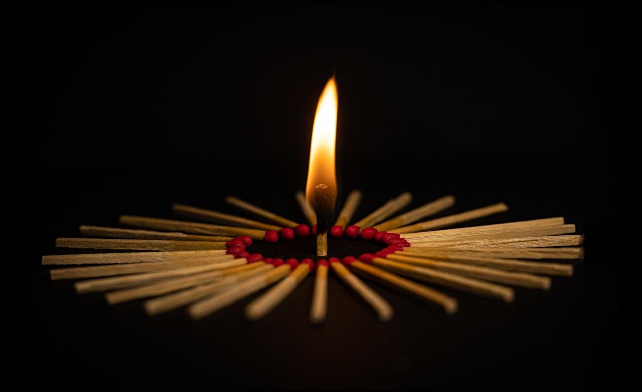 Фото Спички Огонь Черный фон пламя на черном фоне