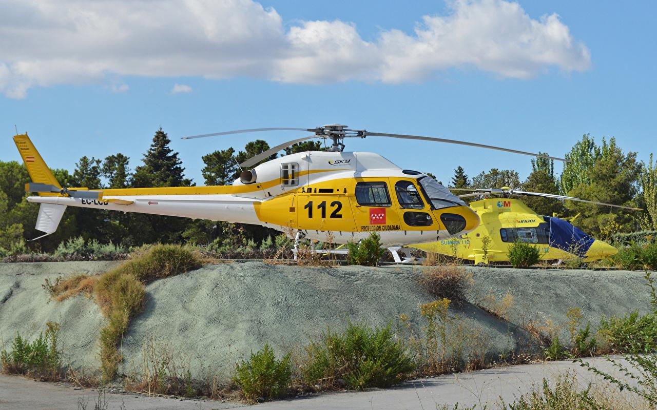 Картинка Вертолеты вдвоем Сбоку Авиация 2 Двое