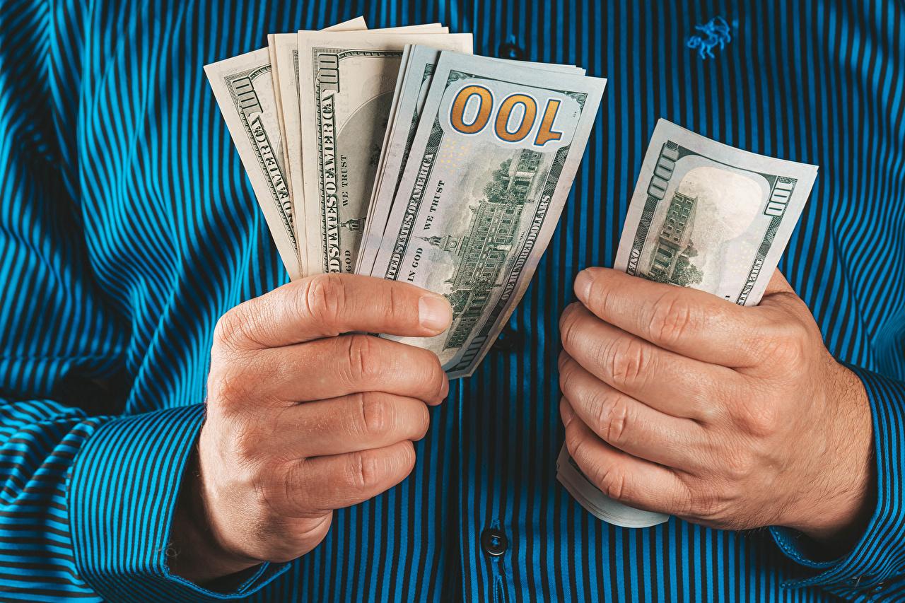 Картинка Купюры рука Деньги Банкноты Руки
