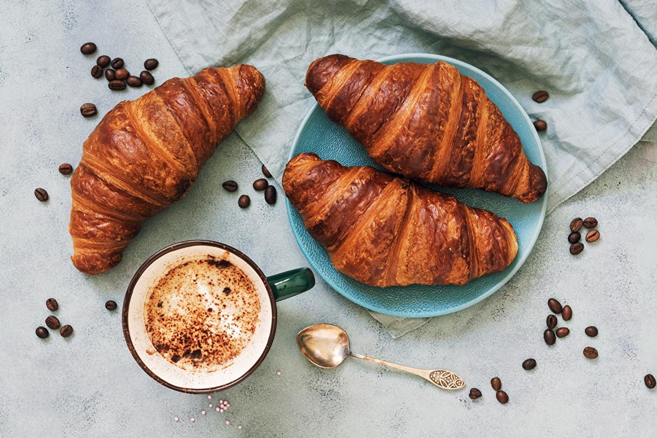 Фотографии Кофе Круассан Зерна чашке Продукты питания зерно Еда Пища Чашка