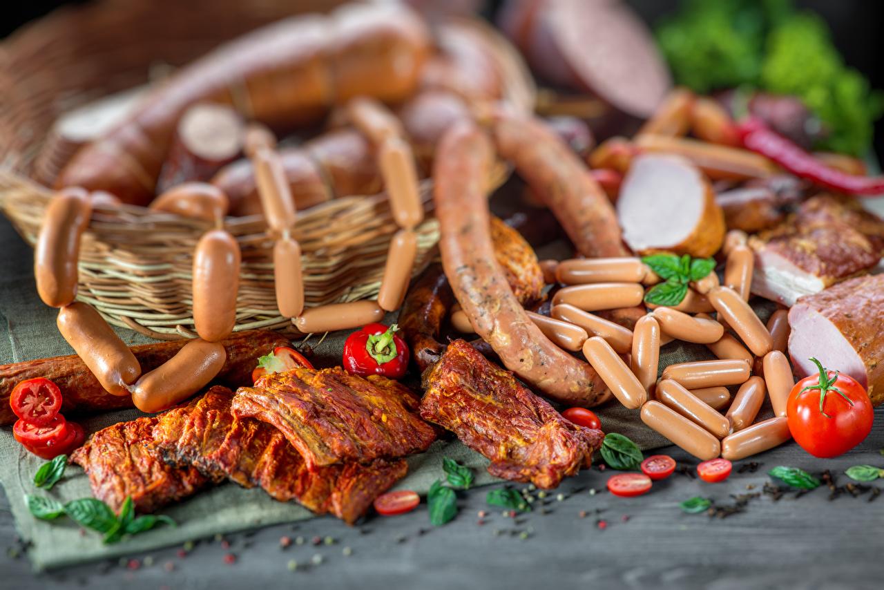 Картинки Колбаса Помидоры Ветчина Сосиска Пища Мясные продукты Томаты Еда Продукты питания