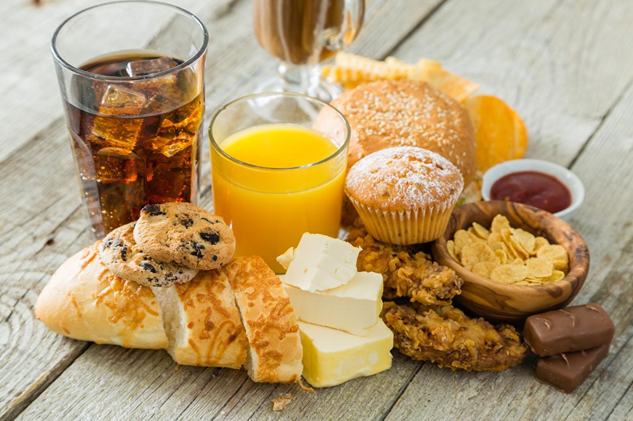 Фотографии Сок Конфеты Хлеб Сыры стакане Пища Печенье Доски Напитки Стакан стакана Еда Продукты питания напиток