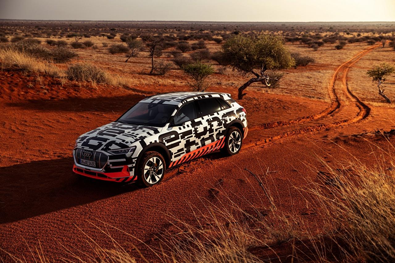 Фото Audi Универсал 2018 E-Tron Prototype Пустыни авто Ауди машина машины автомобиль Автомобили