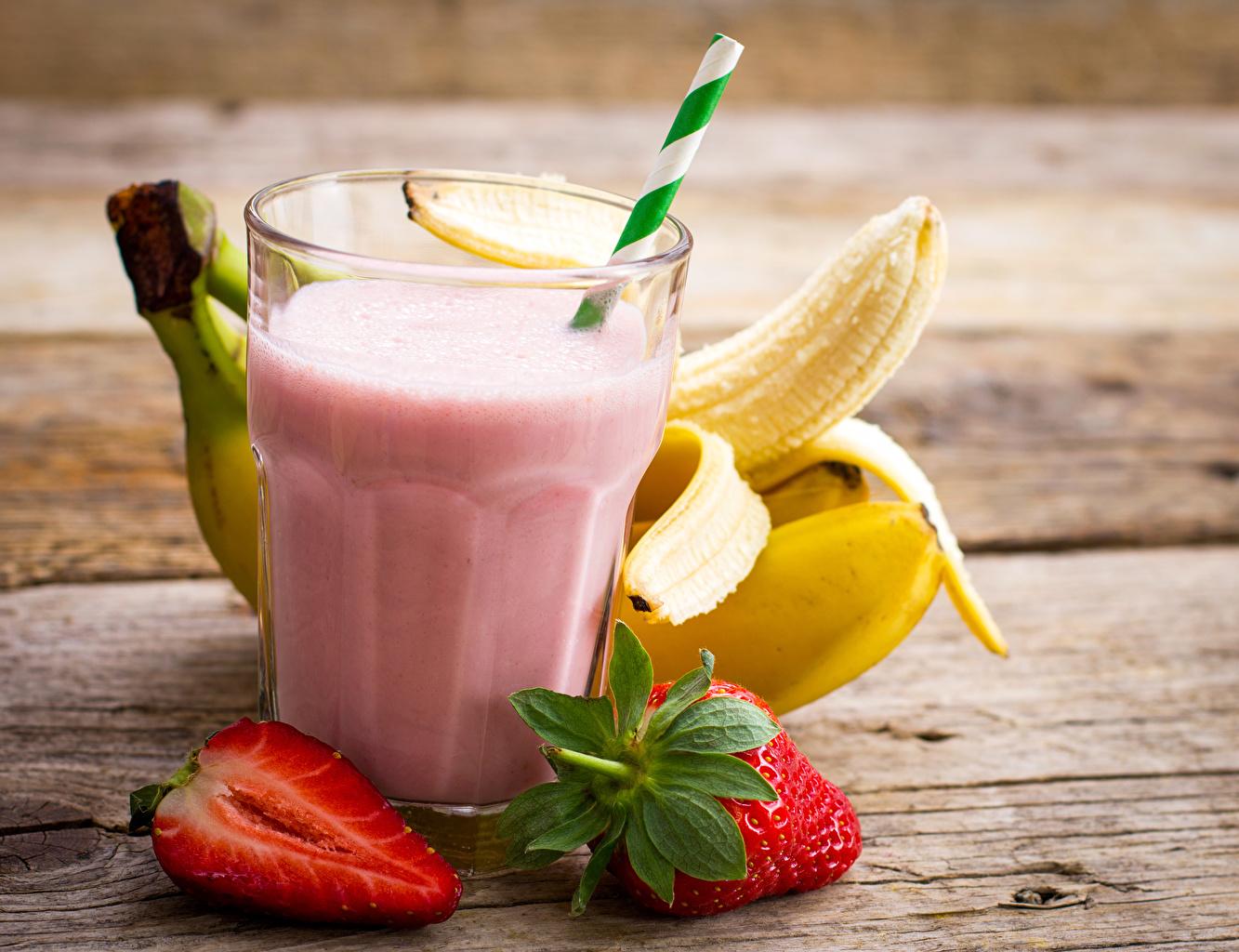 Фотография Бананы стакана Клубника Еда Коктейль Доски Стакан стакане Пища Продукты питания