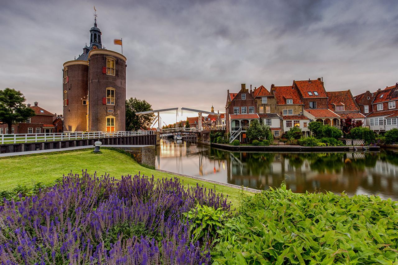 Картинки Нидерланды Башня Enkhuizen Водный канал Дома город голландия башни Здания Города
