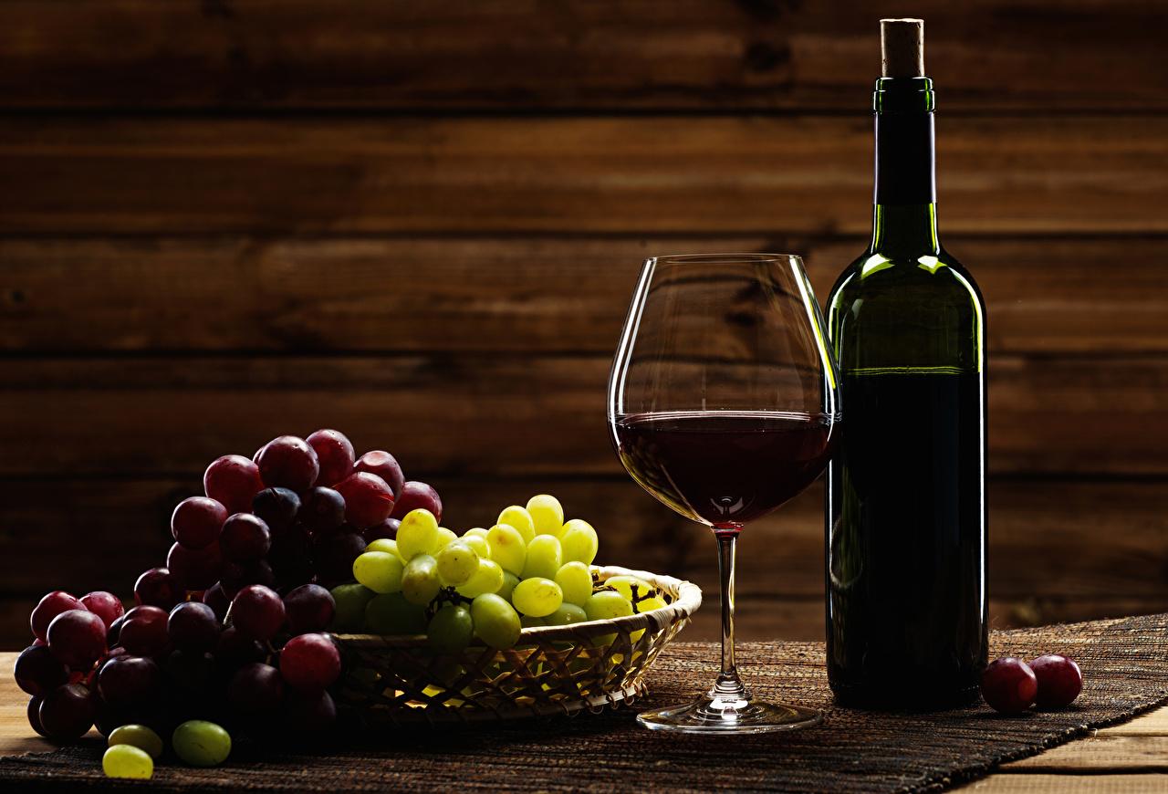 Обои Вино Виноград Еда Бокалы бутылки Пища бокал Бутылка Продукты питания