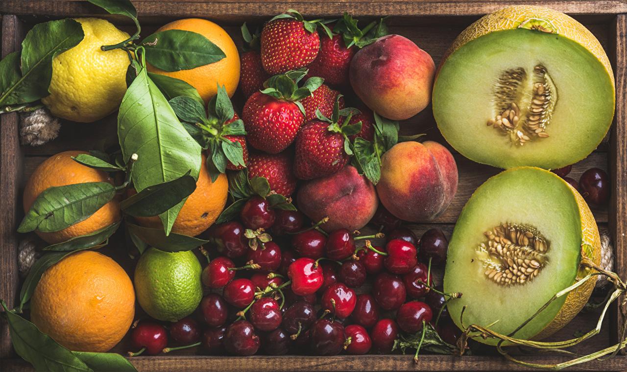 Обои Дыни Персики Черешня Клубника Еда Ягоды Фрукты Цитрусовые Вишня Пища Продукты питания