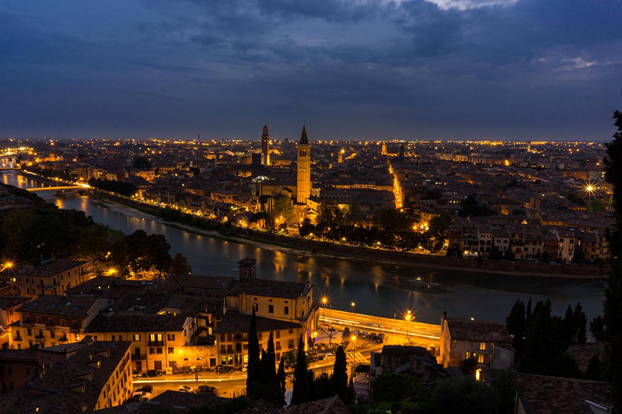 Обои Верона Италия Водный канал Ночь Реки Дома Города речка Ночные Здания