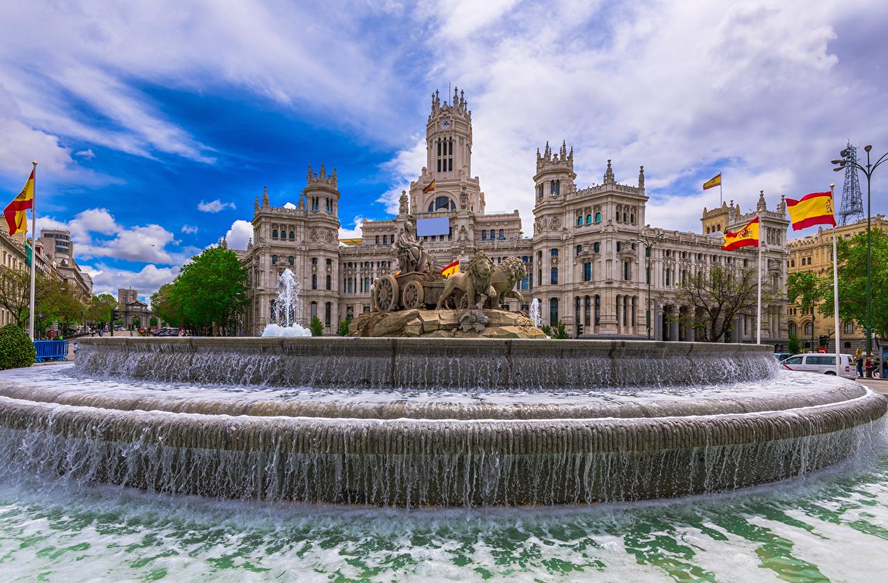 Картинки Мадрид Испания Фонтаны Cybeles Square Флаг воде Дома город Скульптуры флага Вода Здания Города скульптура
