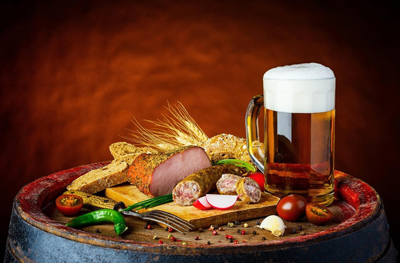Фотография Пиво Колбаса Ветчина Еда кружке Пища Кружка кружки Продукты питания