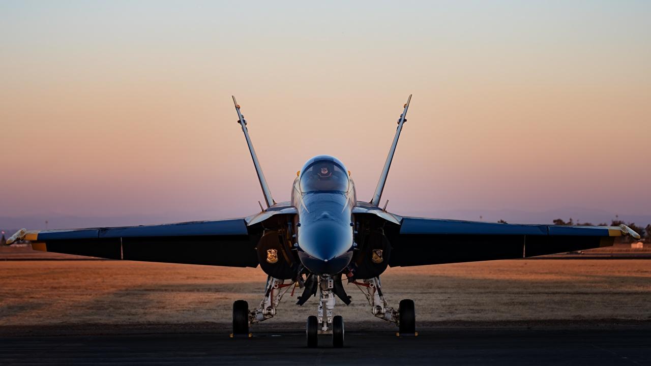Фотографии Истребители Бомбардировщик Hornet CF-18 Спереди Авиация