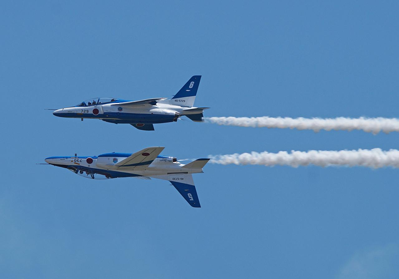 Фотография Самолеты Kawasaki T-4 2 Полет Авиация Двое вдвоем летящий