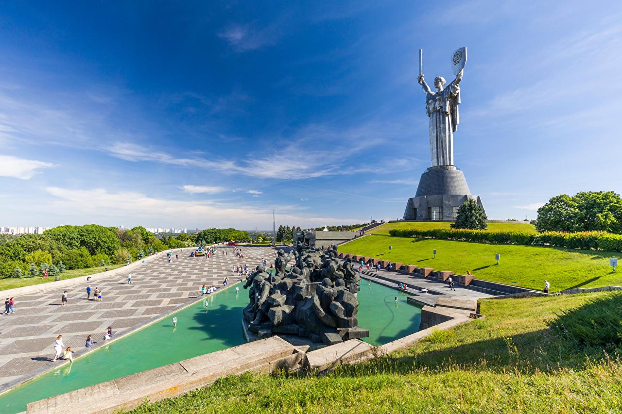 Картинка Киев Украина Памятники Mother Homeland Небо Города Скульптуры город скульптура