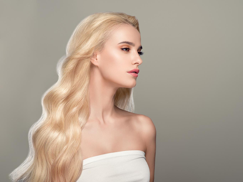 Фотография блондинок Волосы девушка Серый фон Блондинка блондинки волос Девушки молодые женщины молодая женщина сером фоне
