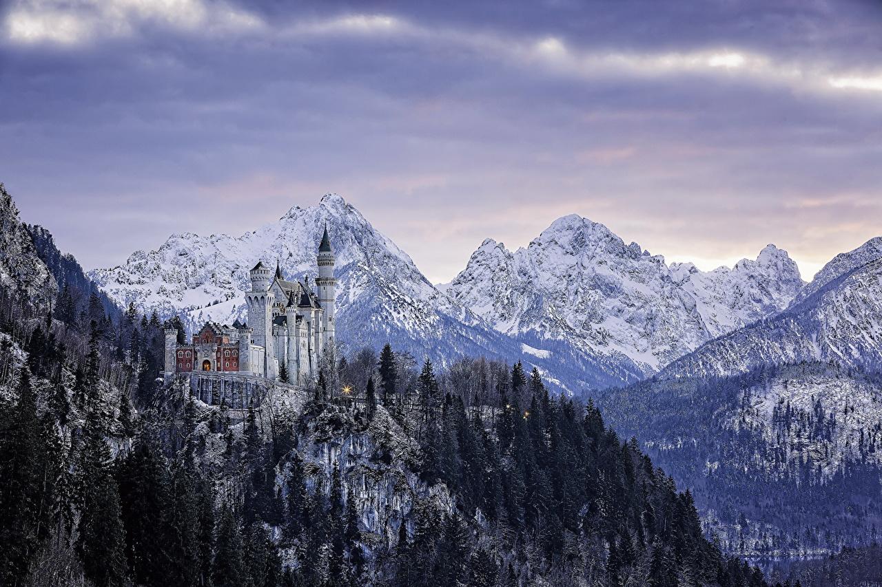 Картинки Бавария Нойшванштайн Германия Горы Замки зимние Леса Пейзаж Города Зима