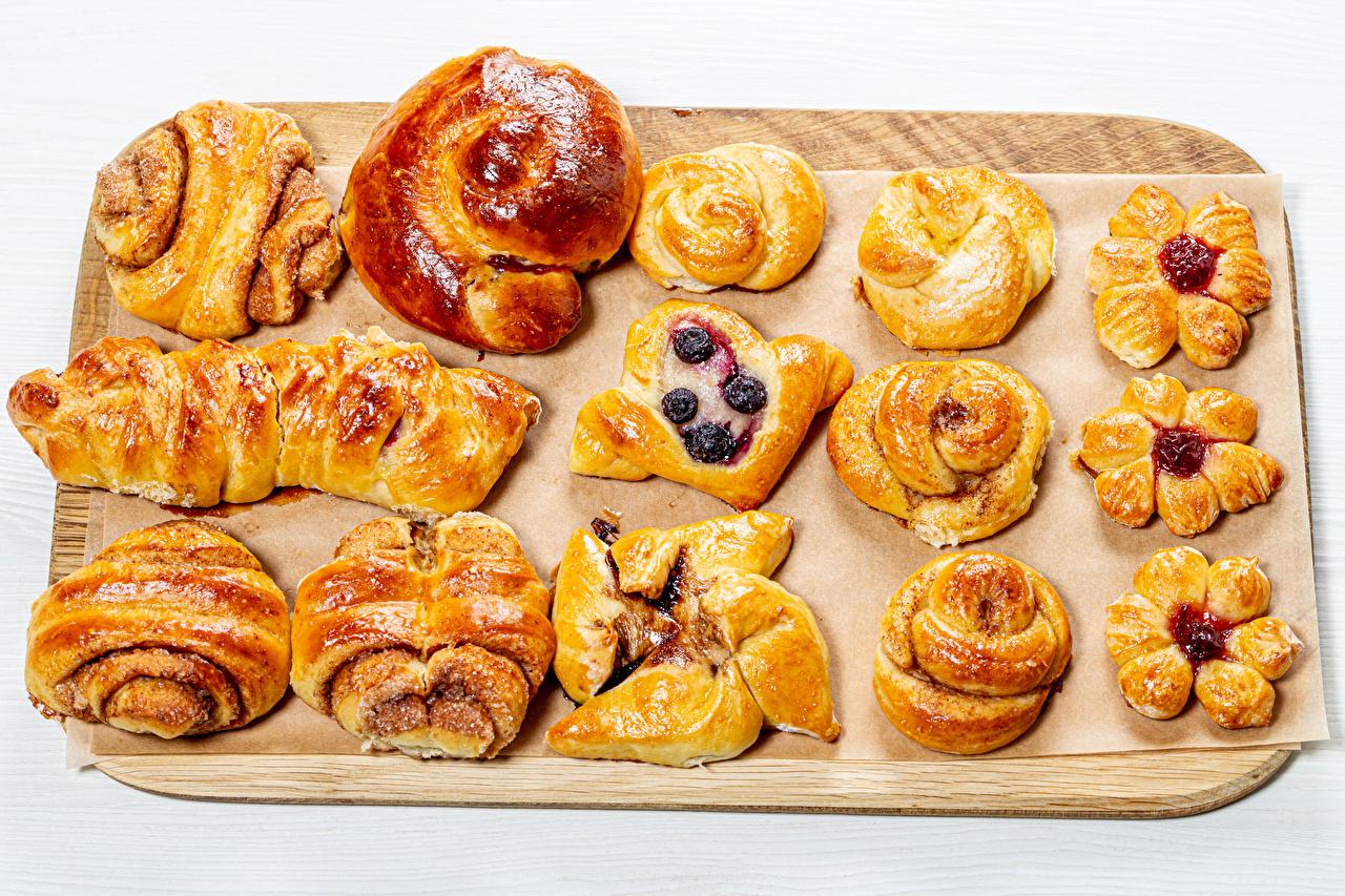 Фото Булочки Еда разделочной доске Выпечка дизайна Пища Продукты питания Разделочная доска Дизайн