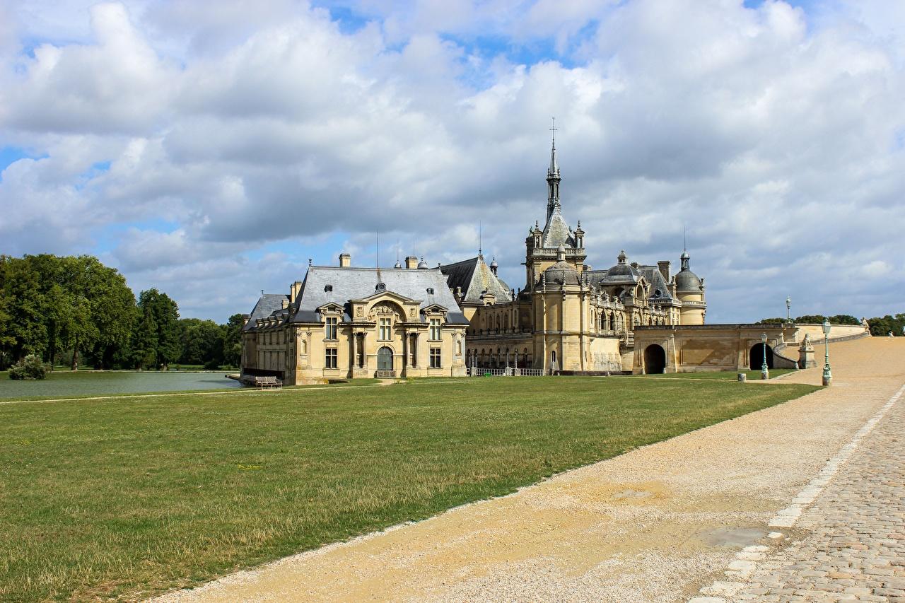 Фотография Франция Château de Chantilly Замки Дороги траве город замок Трава Города