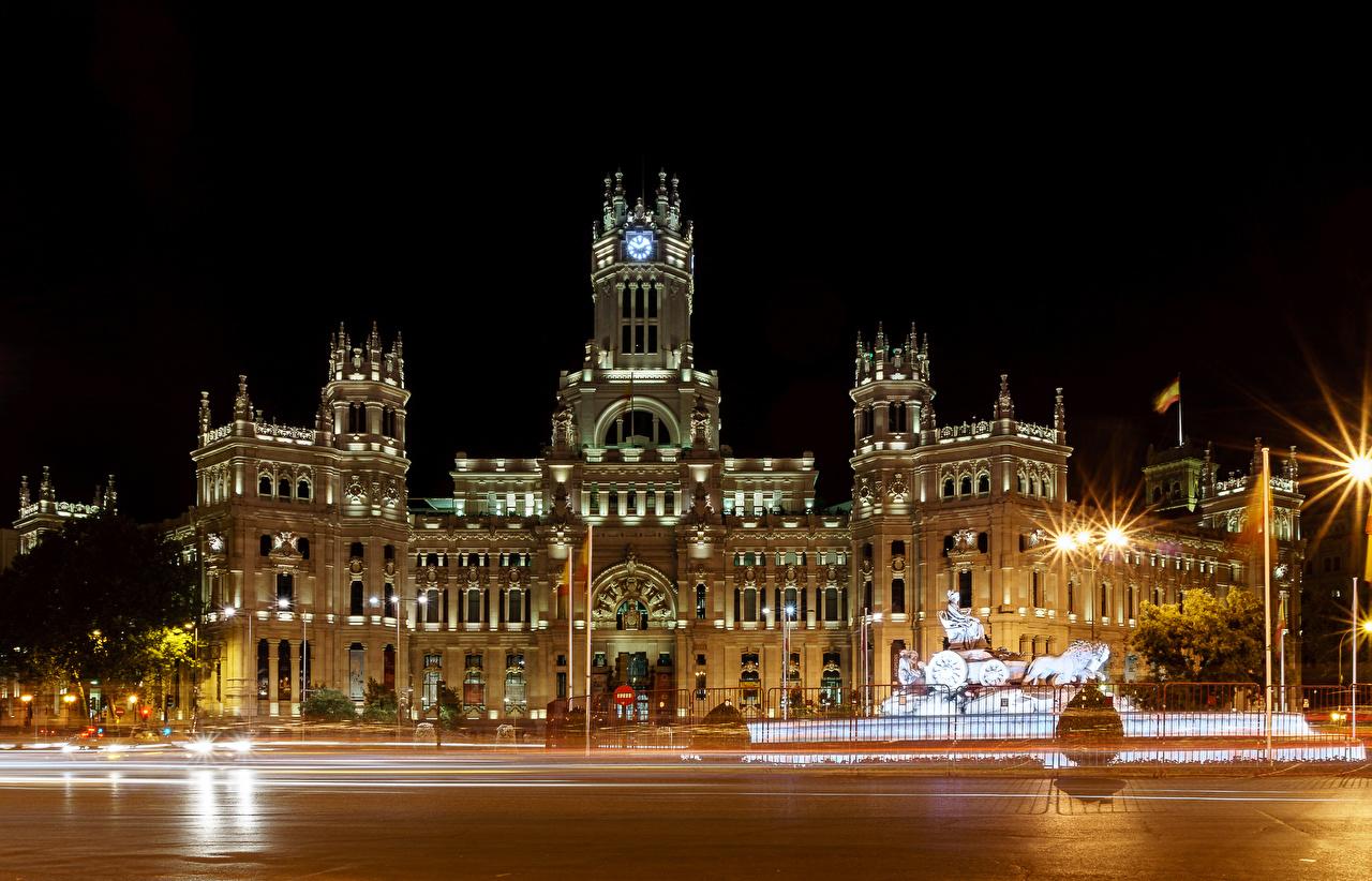 Картинка Мадрид Испания Улица ограда Ночные Уличные фонари Дома Города Забор Ночь Здания