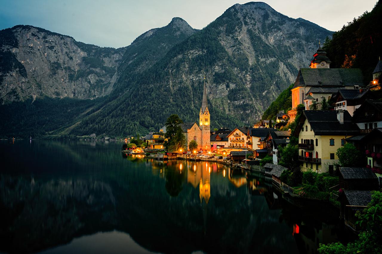 Картинки Халльштатт Австрия Горы Озеро берег Вечер Дома Города Побережье Здания