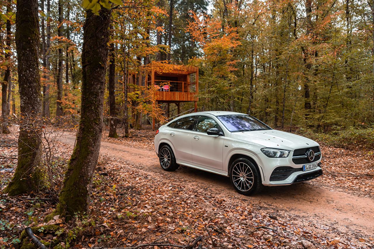 Картинка Мерседес бенц GLE 350 de 4MATIC AMG Line Coupé, Worldwide, (C167), 2019--- Гибридный автомобиль белых Металлик Автомобили Mercedes-Benz белая белые Белый авто машины машина автомобиль