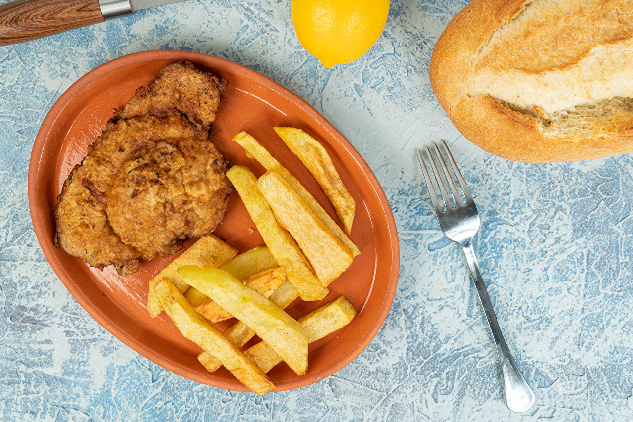 Фото Картофель фри Пища вилки Тарелка Мясные продукты Еда тарелке Вилка столовая Продукты питания