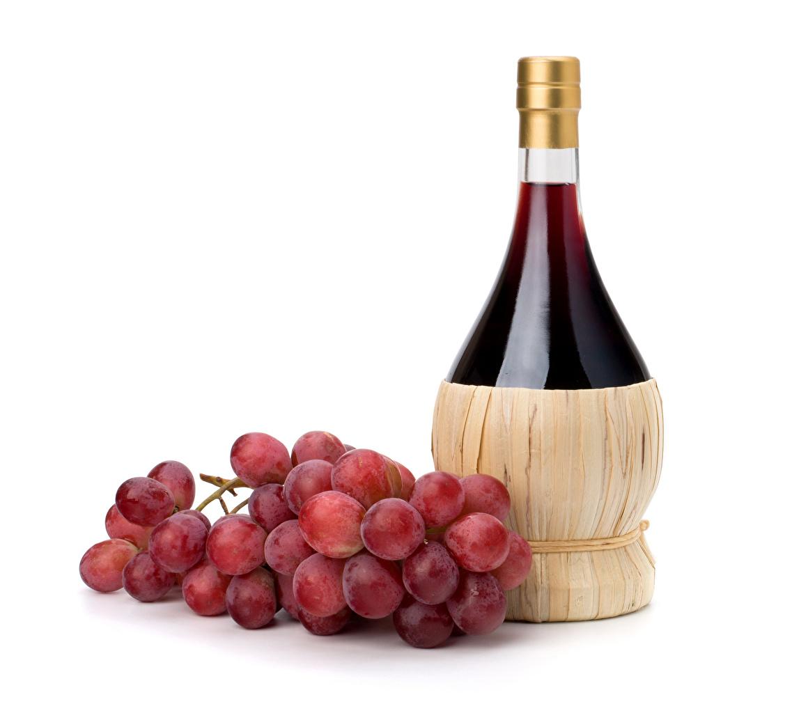 Картинки Вино Виноград Пища Бутылка белым фоном Еда бутылки Продукты питания Белый фон белом фоне