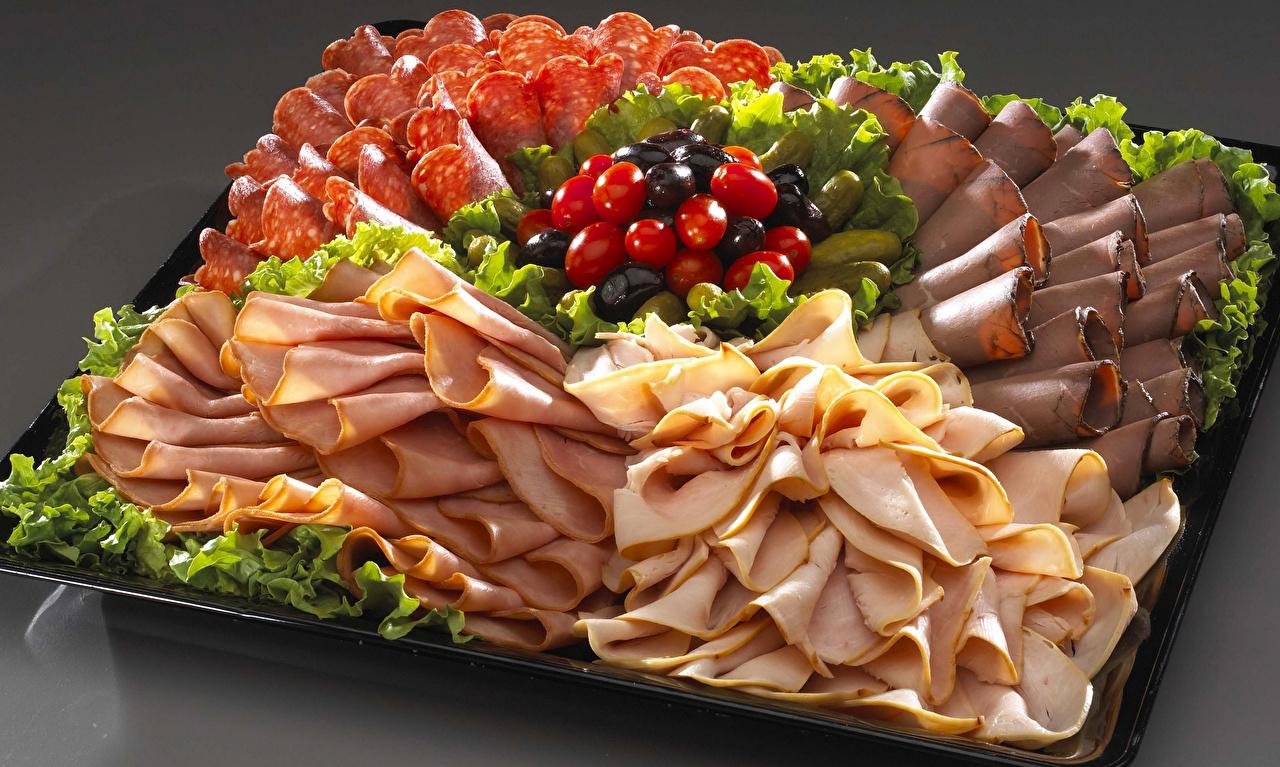 Фотография Оливки Колбаса Помидоры Ветчина Еда Нарезанные продукты Томаты Пища нарезка Продукты питания
