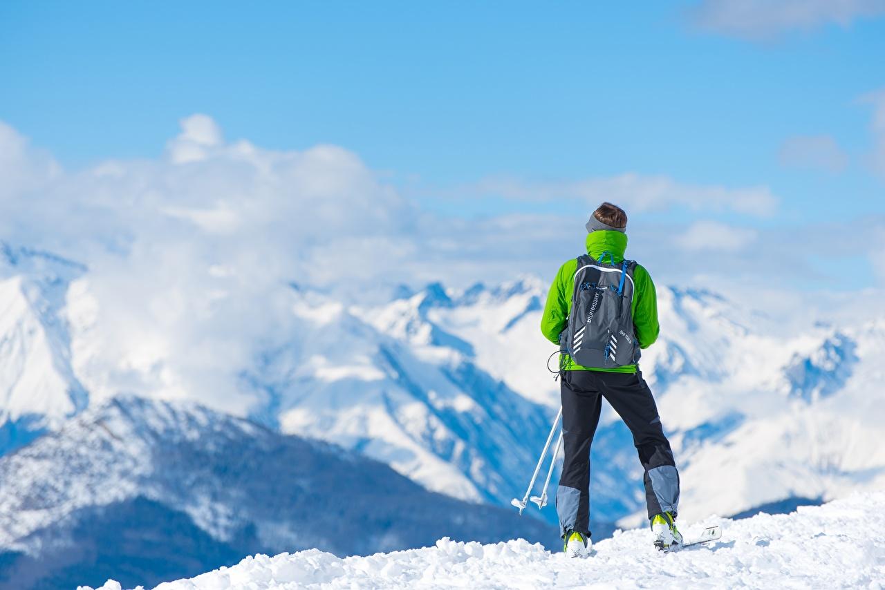 Обои для рабочего стола Рюкзак Горы Природа снега вид сзади Лыжный спорт гора Снег снегу снеге Сзади