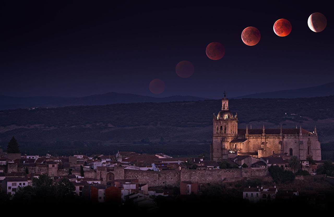 Фотографии Испания Coria Extremadura луной ночью Храмы Дома город Луна луны Ночь в ночи Ночные Города Здания