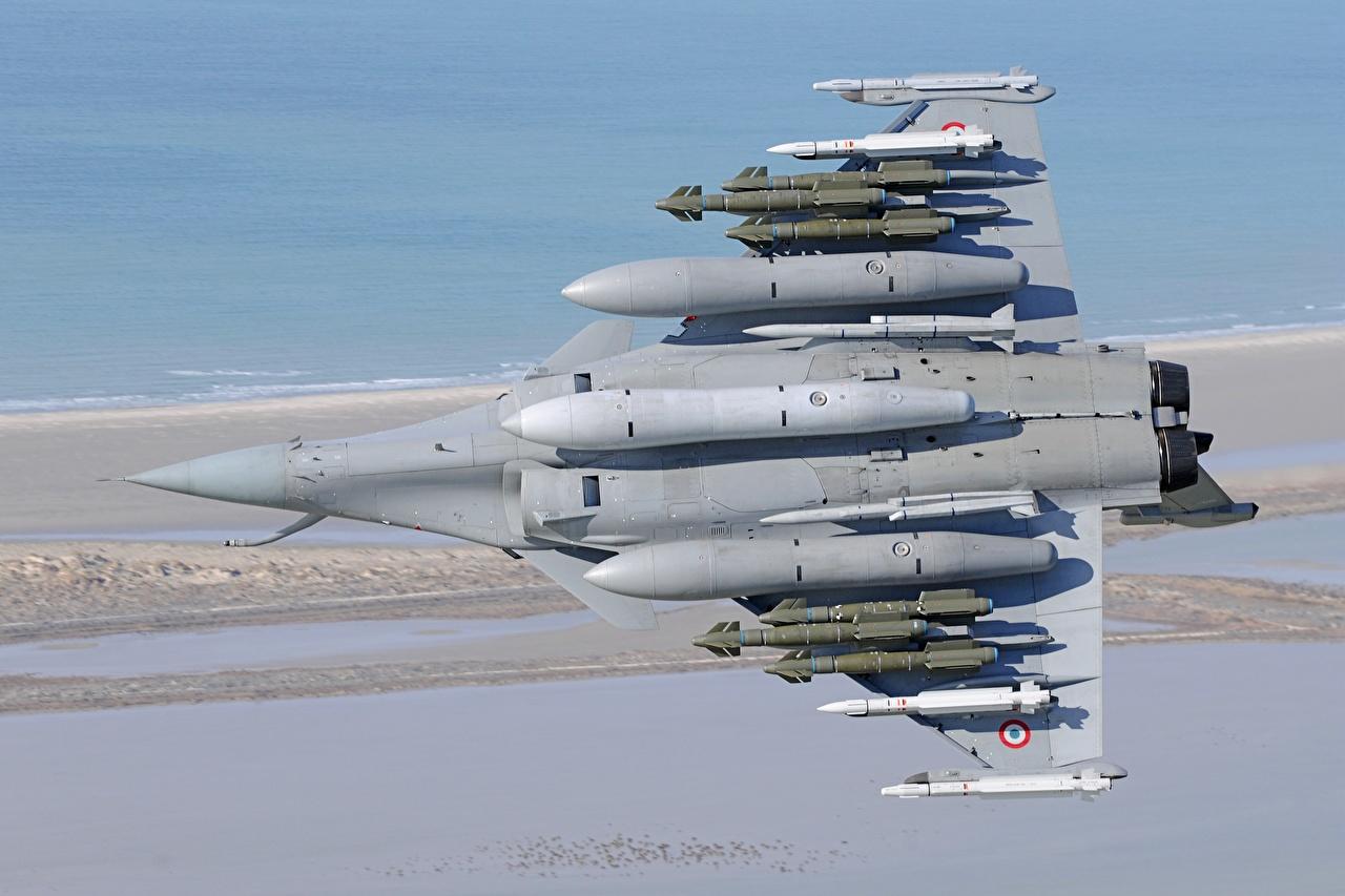 Картинки Самолеты Вид снизу Французский Ракета Dassault Rafale, MBDA Meteor, MBDA MICA, AASM-Hammer Авиация французские французская