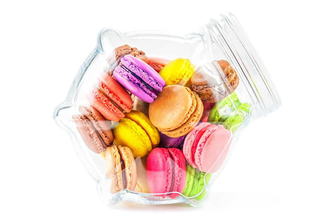 Картинки Макарон Разноцветные Банка Еда белом фоне банки банке Пища Продукты питания Белый фон белым фоном
