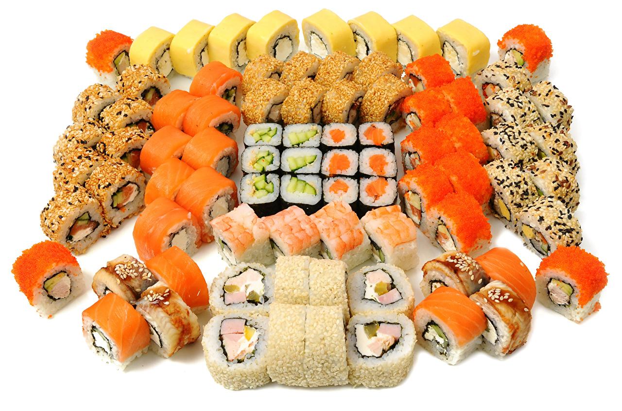 Картинка Суши Пища Много Белый фон Морепродукты суси Еда Продукты питания белом фоне белым фоном