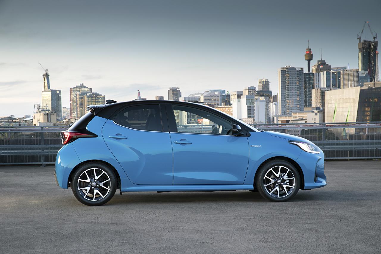 Картинки Toyota Yaris ZR Hybrid, AU-spec, 2020 голубые Сбоку Металлик Автомобили Тойота голубая Голубой голубых авто машины машина автомобиль